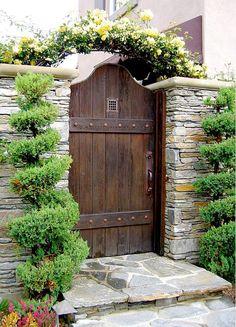 idei pentru spatiul de la poarta gate landscaping ideas 10