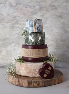 If you're having a rustic wedding, a cheese wedding cake is an essential – but if you have a sweet tooth, don't panic, you could always serve it alongside one of these beautiful naked wedding cakes. Cheesecake Factory Birthday Cake, Cheesecake Wedding Cake, Alternative Wedding Cakes, Wedding Cake Alternatives, Wedding Cake Boards, Wedding Cake Rustic, Types Of Wedding Cakes, Cool Wedding Cakes, Fun Wedding Cake Toppers