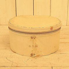 Hatbox-V0019