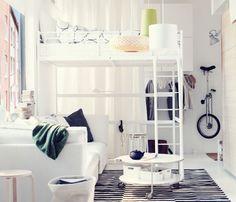 Monolocale con letto a soppalco e divano