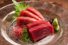 今年も権八全店にて、「大間のマグロ」の提供を開始いたします! 津軽海峡の荒波にもまれ引き締まり、程よく脂がのった高級マグロの新鮮な刺身をぜひご堪能ください。 Tuna, Fish, Meat, Dining, Ethnic Recipes, Food, Pisces, Atlantic Bluefin Tuna