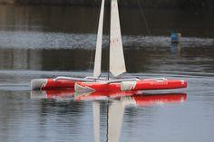 Multicoques : Trimaran Brossard en modèle réduit, 2m de long, 2,9 m de haut, 8 kg Radios, Pond, Boats, Mockup, Ships, Cars, Top, Water Pond, Boat