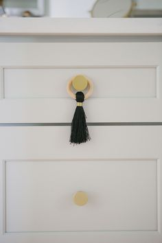 Printing Jewellery Statement Necklaces Home Improvement DIY Ideas Key: 7887649206 Living Room Shelves, 3d Printed Jewelry, Diy Tassel, Coastal Farmhouse, Diy Cabinets, Diy Interior, Bath Accessories, Easy Diy Projects, Tassel Necklace