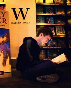 Oliver Wood reading Harry Potter OKAY I CANT HANDLE THIS