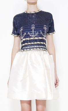 love this top <3