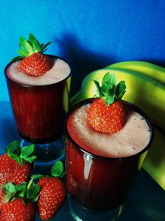 A delicious thick vegan strawberry smoothie made with strawberries and bananas. Vinegar Uses, Strawberry Smoothie, Powdered Milk, Vegan Breakfast Recipes, Bananas, Strawberries, Coconut Oil, Yummy Food, Fruit