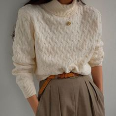SOLD Vintage ivory cotton knit turtleneck, best fits xs-m. DM or comment fo… SOLD Vintage ivory cotton knit Mode Outfits, Fall Outfits, Casual Outfits, Fashion Outfits, Womens Fashion, Noora Style, Teenager Fashion Trends, Distressed Jeans Outfit, Mantel Outfit