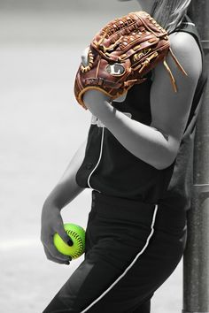 Tiffany Brooks became the first female pitcher and second woman in the century to sign with a men's ball club and many r on USA National Women's Baseball Team! This sport is fun and great exercise. Senior Softball, Girls Softball, Softball Players, Softball Stuff, Softball Party, Softball Treats, Softball Sayings, Softball Gear, Softball Pitching
