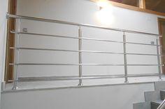 Barandilla de acero inoxidable pulido a espejo para interiores.  #barandillas  #escaleras  #acero  #inoxidable  #pulido   #espejo
