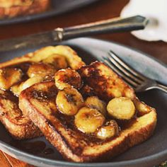 Caramelized Banana French Toast is a decadent french toast with homemade caramel sauce and bananas, an easy to make gourmet breakfast you can make at home. Gourmet Breakfast, What's For Breakfast, Breakfast Dishes, Breakfast Recipes, Christmas Breakfast, Banana French Toast, Caramelized Bananas, Banana Recipes, I Love Food