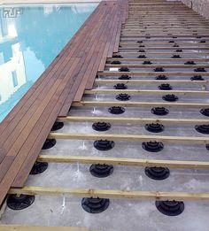 la #risoluzione dei problemi di quota di scarico del bordo #piscina.. #noproblem  pavimento in teak posato con clip