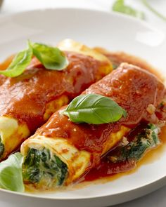 Cannelloni met ricotta & spinazie I Love Food, Good Food, Pasta Recipes, Chicken Recipes, Clean Eating Recipes, Healthy Recipes, Diner Recipes, Recipes From Heaven, Pasta Dishes