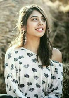 Follow me Yashika Singhaniya Teen Actresses, Indian Actresses, Bollywood Celebrities, Bollywood Actress, Niti Taylor, Erica Fernandes, Girls Dp Stylish, Kurta Designs Women, Beautiful Girl Image