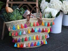 How cute is this DIY tassel tote?