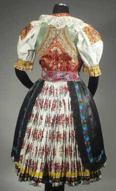 Šoporňa village, Považie region, Western Slovakia. Folk Clothing, Clothing And Textile, Folk Fashion, Vintage Fashion, Czech Tattoo, Folk Costume, Costumes, Larp, Bohemian Blouses