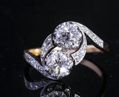 """Bagues anciennes / Art déco / Bague """"Belle Epoque"""" « vous et moi » en diamant."""