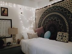 boho color in a modern white bedroom is not limited to the choice of colors, as long as you find the harmony that suits you best. #white #bedroom #ideas #boho #small #onabudget #modern