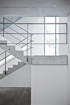 Building stairs architecture railings 31 Ideas for 2019 Modern Staircase Railing, Interior Stair Railing, Rustic Stairs, Stair Handrail, Stair Decor, Modern Stairs, Staircase Design, Industrial Stairs, Staircases