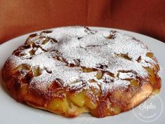 Apple cake in a pan 1 glass filled with flour – 1 teaspoon of baking powder – glass of powdered sugar + 2 tablespoons – glass of milk – 1 tablespoon of rum – 2 eggs – 2 apples – 2 hazelnuts of butter – Ice sugar (optional) Source by mariepauledusso Apple Recipes, Sweet Recipes, Cake Recipes, Dessert Recipes, No Cook Desserts, Just Desserts, Mousse Au Chocolat Torte, Blueberries, Love Food