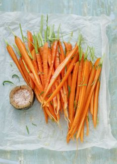 beautiful color and shape Home Grown Vegetables, Fresh Fruits And Vegetables, Raw Foodism, Vegetable Salad, Veggie Art, Vegetable Garden, Food Photography Tips, Roasted Carrots, Orange Recipes
