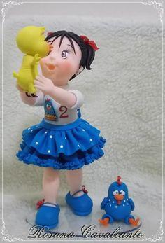 Tema: Galinha Pintadinha Bonecos personalizados para topo de bolo, com temas de festas infantis. O boneco é estilizado* de acordo com a roupinha que a criança usará na comemoração e o tema, podendo ser inserido, opcionalmente, um mini personagem. Este é um trabalho totalmente personalizado a ...