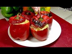 Pregătiți-l în 5 minute, la cuptor toate crude - YouTube Quick Easy Dinner, Easy Dinner Recipes, Food Styling, Food Videos, Food And Drink, Cooking Recipes, Stuffed Peppers, Meals, Healthy