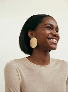 Wonderful Black Gold Jewelry For Beautiful Pieces Ideas. Breathtaking Black Gold Jewelry For Beautiful Pieces Ideas. Black Is Beautiful, Beautiful People, Beautiful Women, Gold Statement Earrings, Gold Earrings, Circle Earrings, Cheap Earrings, Onyx Necklace, Chandelier Earrings