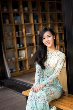 Asian Woman, Asian Girl, Asian Ladies, Traditional Gowns, Vietnamese Dress, Beautiful Asian Women, Ao Dai, Flower Dresses, Western Wear