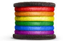 Esta galleta oreo de colores en alusión a la comunidad LGBT. Se ve deliciosa <3  This colorful oreo cookie refers to LGBT. It seems delicious.  このカラフルなオレオのクーキーはLGBTについてです。おいしそう <3
