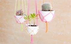 This website is pretty cool for DIYs and other cool ideas! (How to Use Neon Straws and String to Make Easy DIY Hanging Planters) Drinking Straw Crafts, Diy Hanging Planter, Green Home Decor, Ideias Diy, Paper Straws, Diy Tutorial, Diys, Easy Diy, Projects To Try