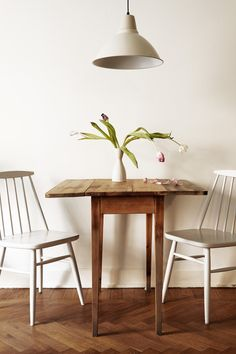 Small Kitchen Designs - Turn a small dining room into a focal point of your house. Want to realise the potential of your small dining room? or are just stealing a corner from another space in the house, there are lots of things you… Continue Reading → Dining Room Design, Small Kitchen, Small Dining Table, Dining Room Small, Dining Table Chairs, Home Decor, Apartment Decor, Dining Table, Apartment Kitchen