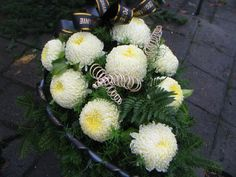 Ogrodnictwo Świątkowscy » Wyroby pogrzebowe Church Flower Arrangements, Funeral Arrangements, Church Flowers, Fall Flowers, Cemetery Decorations, Sympathy Flowers, Arte Floral, My Flower, Floral Wreath