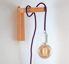 Reúna alguns metros de fio, soquete, lâmpada, mão-francesa e pronto! Você terá criado um pendente original, que vai bem da sala ao quarto