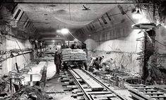 Maastunnel Rotterdam (jaartal: 1930 tot 1940) - Foto's SERC Rotterdam, Netherlands, Holland, Black And White, Architecture, City, Water, Photography, Image