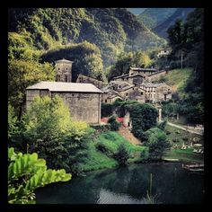 #scenery #photo #photography #like #love #beautiful #nice #pretty #beauty #awesome #amazing #view #bestview #amazingview #beautifulview #niceview #country #countryside #italy #tuscany #apuanalps #mountains #hills #lake #water