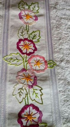 This Pin was discovered by ayl Hand Embroidery Videos, Hand Embroidery Stitches, Embroidery Hoop Art, Hand Embroidery Designs, Ribbon Embroidery, Machine Embroidery, Stitch Book, Brazilian Embroidery, Sewing Art