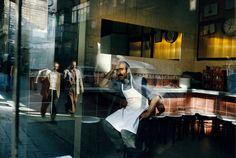 Alex Webb, Suleymaniye cafe, Istanbul, 2004