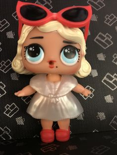 I have this doll! I love it doesn't it look like Marilyn Monroe?