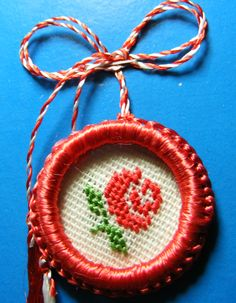 martisor trandafir Butterfly Cross Stitch, Mini Cross Stitch, Cross Stitch Rose, Diy Bead Embroidery, Folk Embroidery, Creative Embroidery, Cross Stitch Designs, Cross Stitch Patterns, Diy And Crafts