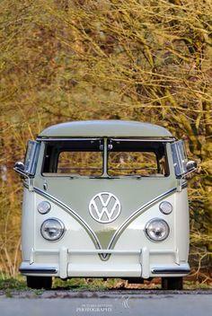 Best classic cars and more! Volkswagen Transporter, Transporteur Volkswagen, Volkswagen Bus, Vw Caravan, Vw Camper, Campers, Vw Bugs, Combi Ww, Combi Split