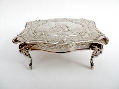 Antieke zilveren poppen huis tafel, reliëf landelijke scenes.miniature meubelen, Londen 1908 geïmporteerde 925 continentaal zilver, George Bedingham