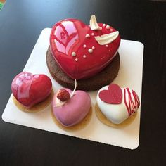 Heart for beloved heart 💕😉 # for beloved . Mini Desserts, Plated Desserts, Sweet Recipes, Cake Recipes, Dessert Recipes, Desserts Japonais, Chocolate Garnishes, Heart Cakes, Mousse Cake