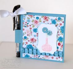 Jill's Card Creations: Tuto  Post it note Holder: http://jill031070.blogspot.be/2012/04/post-it-note-holder.html