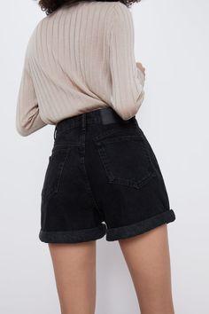 MOM FIT BERMUDA SHORTS | ZARA Bulgaria Zara Shorts, Mom Jeans Shorts, High Waisted Shorts Outfit, Black Denim Shorts Outfit, Short Outfits, Summer Outfits, Summer Shorts, Corduroy Shorts, New Wardrobe