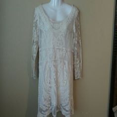 Creme lace dress M Creme lace dress in size M that is true to size. It is in excellent condition and was worn once. Would fit someone who is 5'0 to 5'2 the best since it is a shorter dress. Dresses Long Sleeve