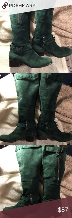 Pour la Victorie green suede boot. EUC. Hunter green Moto style boot with zipper accents. Size 8. Amazing jewel tone green suede. Zipper accent on upper part of the boot not functional- just decoration. Zipper on inner side of the boot, size 8. Didn't fit me or I'd keep them! Amazing boot! Make offer bundle and save, free gift with purchase. Pour La Victoire Shoes Combat & Moto Boots