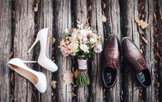Wedding photography - Check out this beautiful vintage wedding photograhy vintageweddingphotograhy Wedding Picture Poses, Wedding Photography Poses, Wedding Poses, Wedding Photoshoot, Wedding Shoot, Wedding Pictures, Wedding Day, Jewelry Photography, Dress Wedding