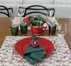 christmas table setting - red and green