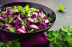 Salát z červeného zelí a ředkviček