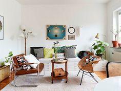 Daybed made of drawers - Keltainen talo rannalla: Vintagea, tapetteja ja kattovalaisimia